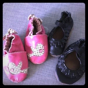 2 pairs of baby Robeez. 6-12month